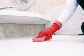 浴室内のしつこいカビをスッキリ除去!