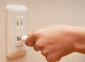 電源を抜きます。